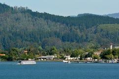 Margem de Rotorua - Nova Zelândia Fotografia de Stock Royalty Free