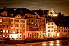 Margem do rio de Reuss da lucerna que nivela a opinião de cor do sepia fotos de stock royalty free