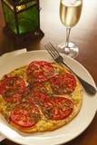 Margherita flatbread z białym winem obrazy royalty free
