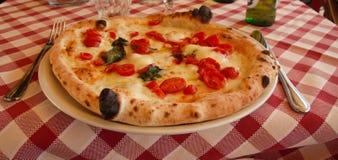 Margherita napoletano originale della pizza fotografia stock