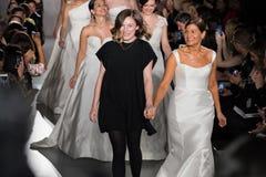 Margo Lafontaine en de modellen lopen het baanfinale tijdens de de Lente van 2020 van Amsale Bruids manierinzameling royalty-vrije stock foto's