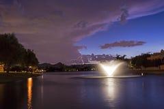 Marguerite Lake in Scottsdale Arizona bij Zonsondergang Stock Afbeelding