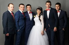 Marié avec ses amis ayant l'amusement Image stock