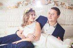 Marié blanc de mariage de chambre à coucher Image stock