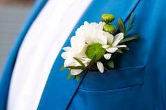 Marié dans le costume à carreaux bleu images libres de droits