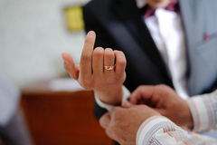 Marié de aide de Groomsman photo stock