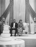Marié de jeune mariée de BW Photos stock