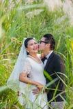Marié et jeune mariée asiatiques de couples Images libres de droits