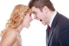 Marié et jeune mariée ayant l'argument de querelle Photo libre de droits