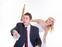 Marié et jeune mariée ayant l'argument de querelle Image stock