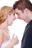 Marié et jeune mariée ayant l'argument de querelle Images stock