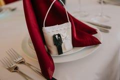 Marié féminin de jeune mariée de sac de décoration de portion de mariage de restaurant Photos libres de droits