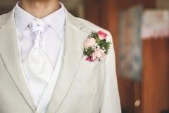 Marié habillé dans le blanc Photos libres de droits