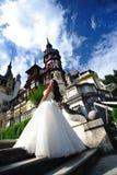 Mariée au château de Peles photographie stock