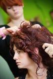 Mariée au coiffeur Photographie stock libre de droits