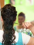 Mariée au coiffeur Images libres de droits