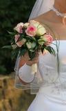 Mariée avec des fleurs Images stock