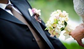 Mariée avec des fleurs Image libre de droits