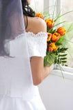 Mariée avec des tulipes images libres de droits