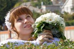 Mariée avec le bouquet Photo stock