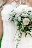 Mariée avec le bouquet de mariage image libre de droits