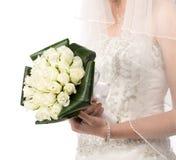 Mariée avec le bouquet des roses Image libre de droits