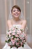 Mariée avec le bouquet floral Image stock