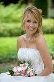 Mariée blonde radiante photo libre de droits