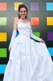 Mariée contre le mur abstrait Photos libres de droits