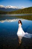Mariée dans l'eau Images libres de droits