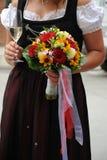 Mariée dans la rectification traditionnelle photo stock