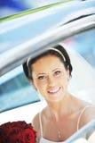 Mariée dans le véhicule Photographie stock libre de droits