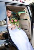 Mariée dans un véhicule Photographie stock