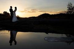 Mariée de coucher du soleil Photos stock