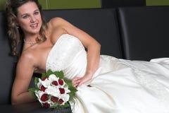 Mariée de détente photos libres de droits