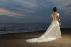 Mariée de plage Photographie stock libre de droits