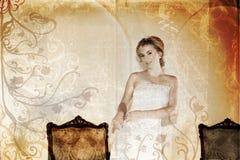 Mariée de sourire grunge dans le blanc Photographie stock libre de droits