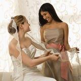Mariée et demoiselle d'honneur Photo stock