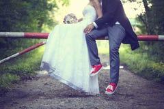 Mariée et marié à l'extérieur Image libre de droits