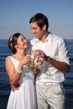 Mariée et marié à la plage Photos libres de droits