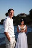 Mariée et marié à la plage Photo stock