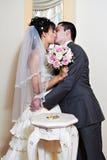 Mariée et marié de baiser Images stock