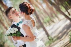 Mariée et marié drôles Photo stock