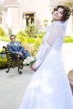 Mariée et marié heureux Photographie stock libre de droits