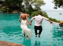 Mariée et marié heureux Photos libres de droits