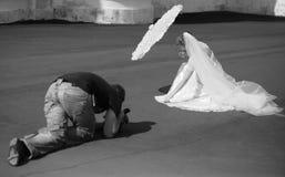 Mariée et opérateur photo libre de droits