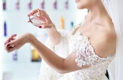 Mariée et parfum photographie stock