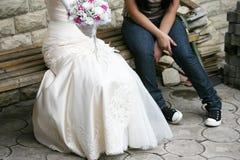 Mariée et sa amie Photographie stock libre de droits