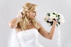 Mariée heureuse avec le bouquet Photographie stock