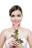 Mariée heureuse avec un bouquet des roses D'isolement sur le backgroun blanc Photos stock